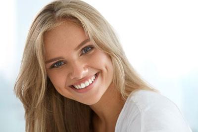 Den bästa tandblekningen ger ditt snabbt och skonsamt ett vitt leende